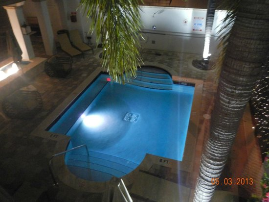 Blue Moon Hotel, Autograph Collection: Pool abends