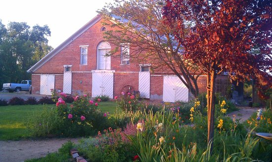 Inn at Locke House: Historic Horse Barn with roses
