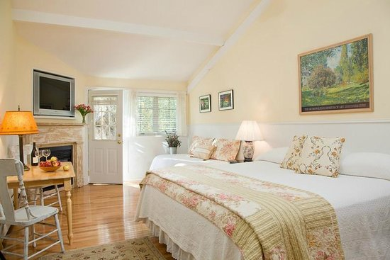 The Woodstock Inn on the Millstream: We have a variety of rooms, all with fresh, quality linens.