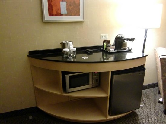 DoubleTree by Hilton Hotel Baton Rouge: Microwave, refrigerator, coffee maker
