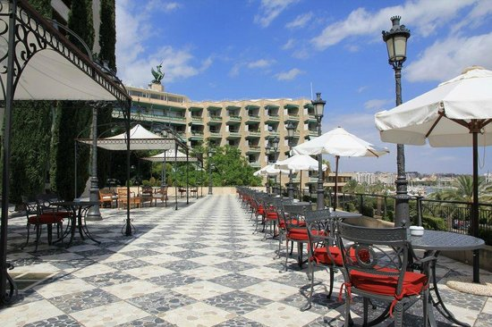 Gran Melia Victoria: Breakfast and restaurant terrace