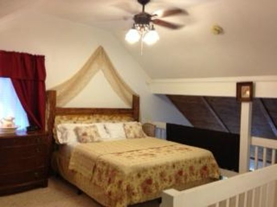 Ahwahnee, CA: Sunrise Suite master bedroom with king bed.