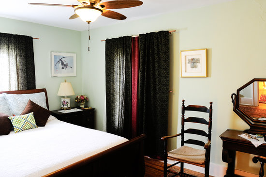 Oviatt House Bed and Breakfast: Waldo Room