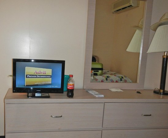 Hotel Milano: Seriously the world's SMALLEST hotel room TV!
