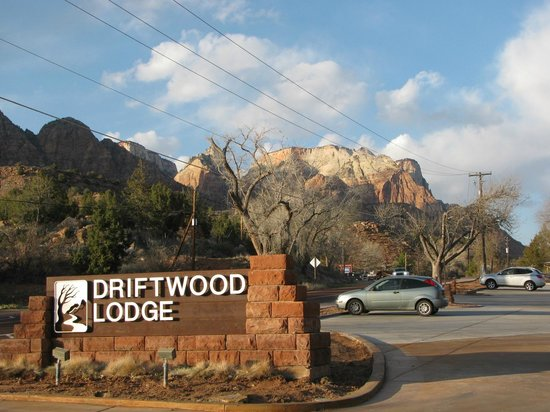 Driftwood Lodge: View from the lodge