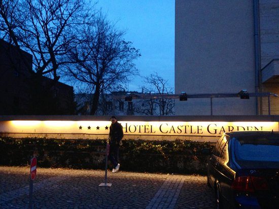 Hotel Castle Garden: Outside