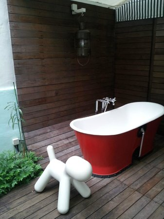 ‪‪New Majestic Hotel‬: Outdoor bath‬