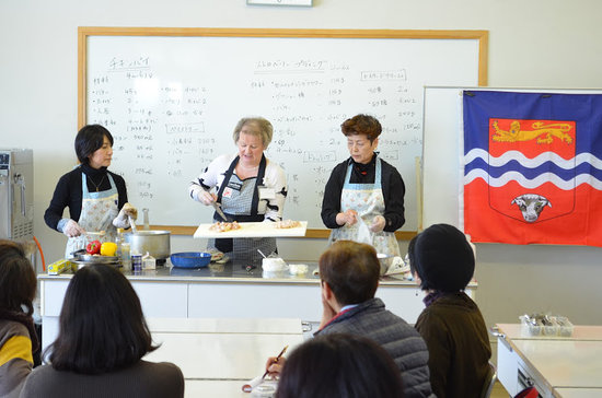 Pembridge, UK: Juliet's cooking show in Japan
