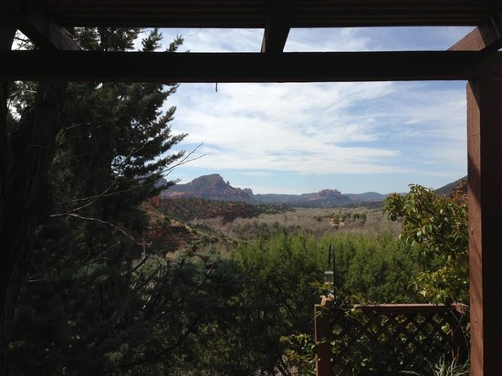 Sedona Views Bed and Breakfast: Another view from our private patio with awesome hottub