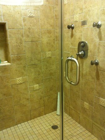 Vino Bello Resort: Shower