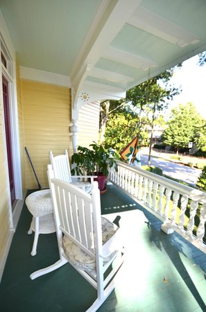 Sugar Magnolia Bed & Breakfast: The Royal Suite - Private Balcony