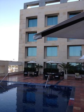 Four Points by Sheraton Jaipur: Pool area