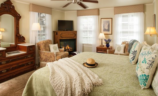 The Fairthorne Cottage Bed & Breakfast: Beautiful Gabrielle Cape May Room