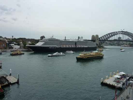 Pullman Quay Grand Sydney Harbour: View from our Room 703