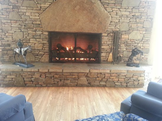 Music Road Hotel: beautiful fire place