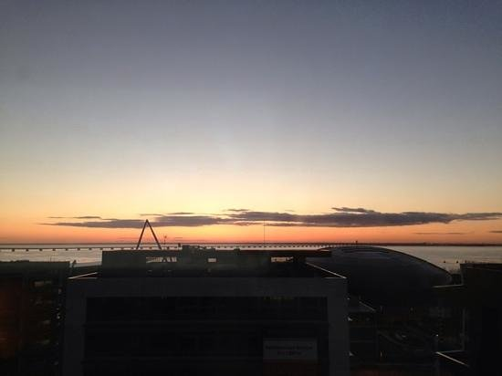 Hotel Tryp Oriente - Lisboa: view from room at 6am