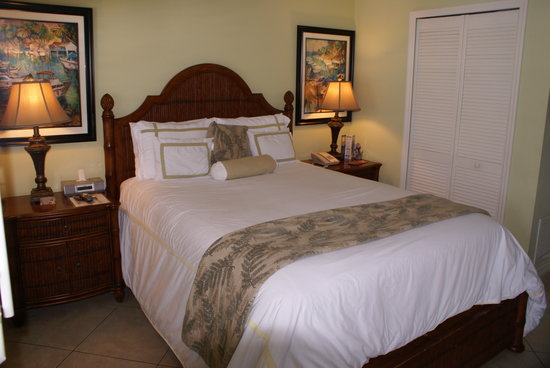 Tropical Shores Beach Resort: Nice bed