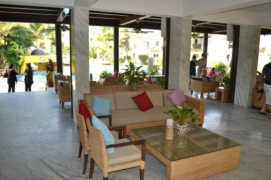 Royal Orchid Beach Resort & Spa, Goa: Open air lobby