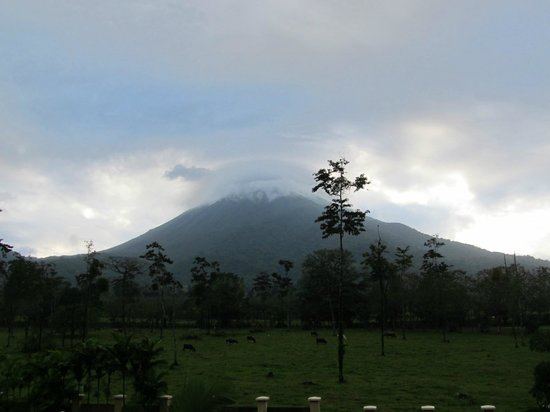 Hotel Magic Mountain: Arenal Volcano is usually shrouded in clouds