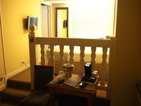 Wine Valley Inn &amp; Cottages - A Broughton Hotel: Split level room