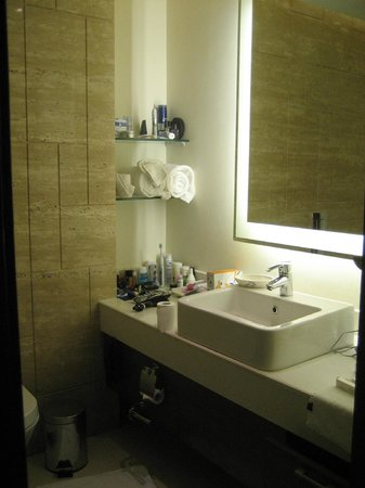 DoubleTree by Hilton Gurgaon-New Delhi NCR: Bad