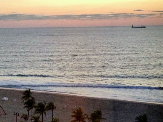 Courtyard by Marriott Fort Lauderdale Beach: Morning View