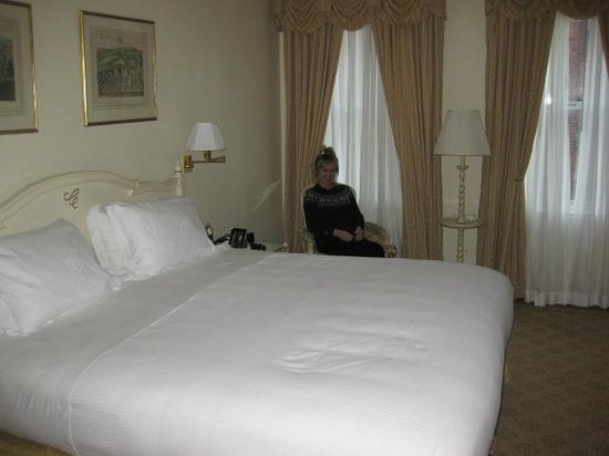 The Carlyle, A Rosewood Hotel: Room 910