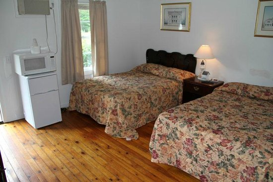 Lodge at Kennebunk Motor Inn: THREE ROOM SUITE