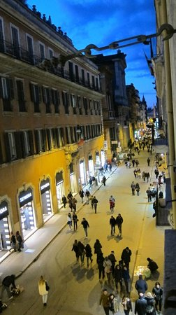 Hotel Mozart: View from our Vivaldi Suite on Via Del Corso at night