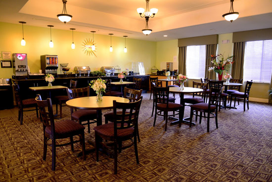 La Quinta Inn &amp; Suites Austin - Cedar Park: Breakfast Area