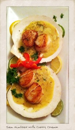 Southbridge, Массачусетс: Seared Sea Scallops with our curry creme