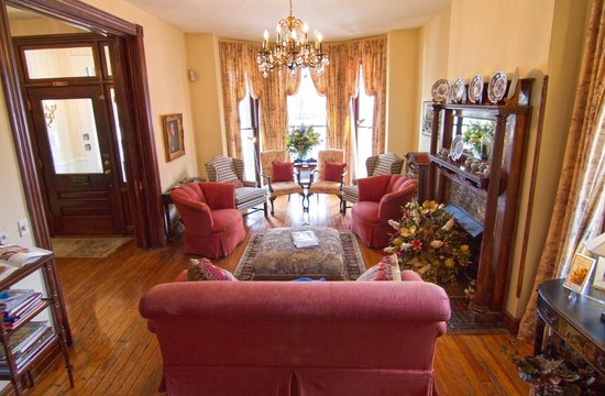 Freemason Inn Bed &amp; Breakfast: Living Room