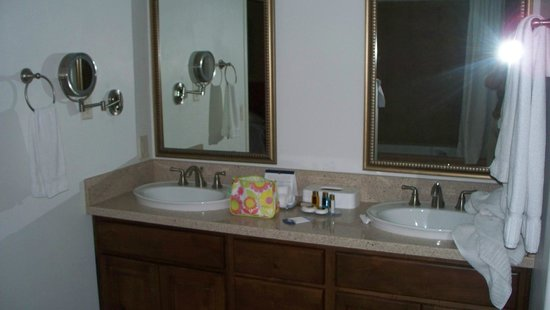 Los Abrigados Resort and Spa: Master bath