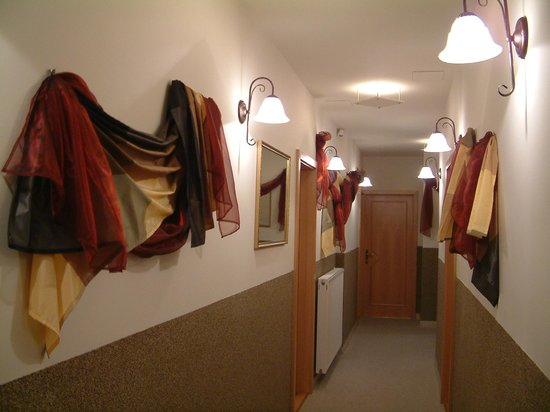 Kalvin Apartments: Hall way - corridor to apartments