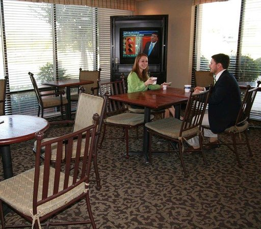 Hampton Inn Baton Rouge I-10 & College Dr.: Breakfast Seating