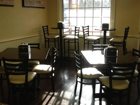 Chester, NJ: Eat-in dining area.