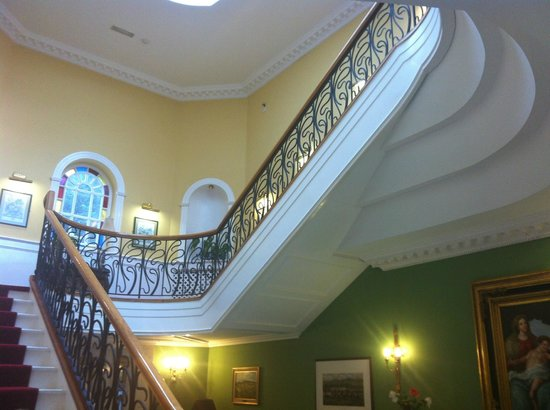 Dromhall Hotel: Stairs