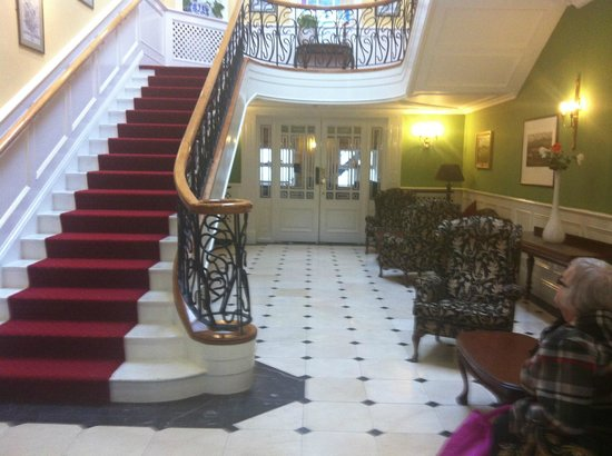 Dromhall Hotel: Foyer
