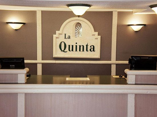 La Quinta Inn Columbus Midtown: Front Desk