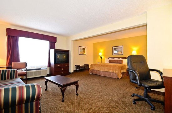 Seneca, SC: King Suite