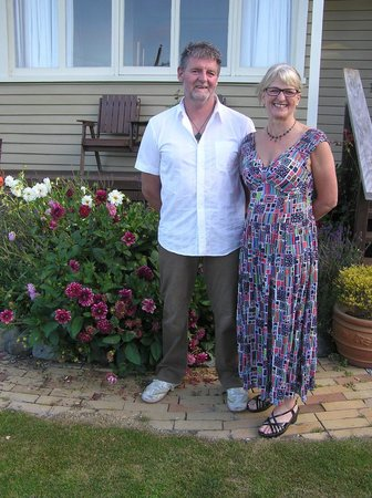 Nikau Lodge: Proprietors Quentin and Jane Melville