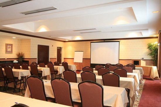 Holiday Inn Express Suites Middleboro: Meeting Room
