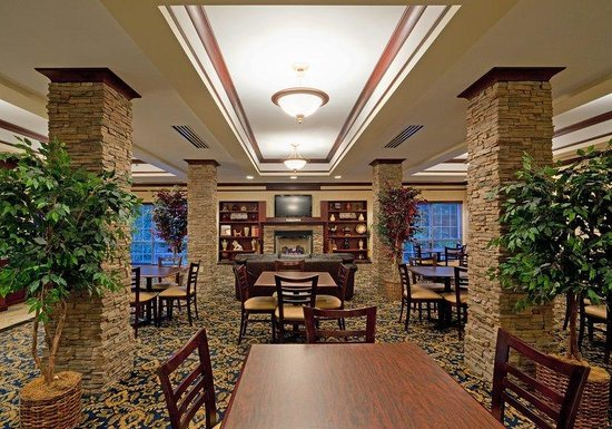 Holiday Inn Express Suites Middleboro: Lobby Lounge