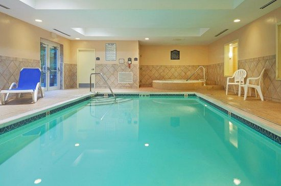 Holiday Inn Express Suites Middleboro: Swimming Pool
