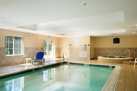 Holiday Inn Express Suites Middleboro: Indoor Heated Swimming Pool