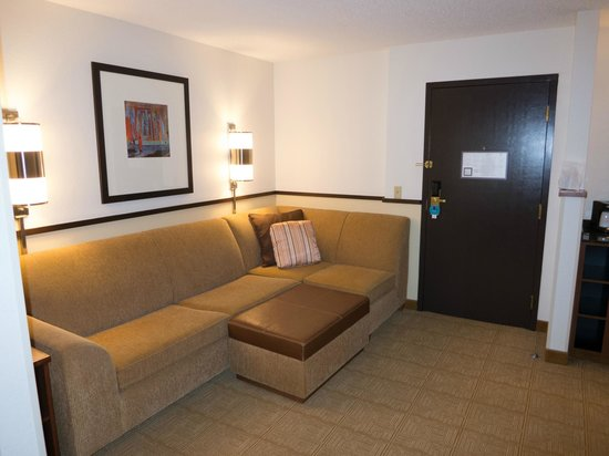 Hyatt Place Kansas City Airport: Sitting area