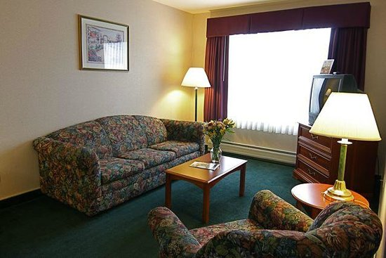 Smart Suites Burlington: Well Lit Rooms