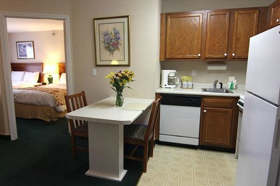 Smart Suites Burlington: One Bedroom, Double Beds