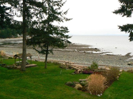 Belle Vue Bed and Breakfast : View to Bates Beach 