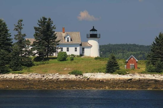 Brooksville, Мэн: Just a short drive across the Deer Isle Bridge is Pumpkin Island Lighthouse.